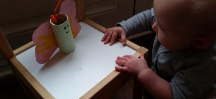 10-15-wc-rolletje-knutselen-baby-peuter-kleuter-kinderen-vlinder-verf-voetjes-handjes-papier-knutselidee-knutseltip-creatief-nanny-amsterdam-resultaat-750x346